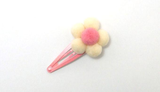 ポンポンのお花で簡単パッチンどめ